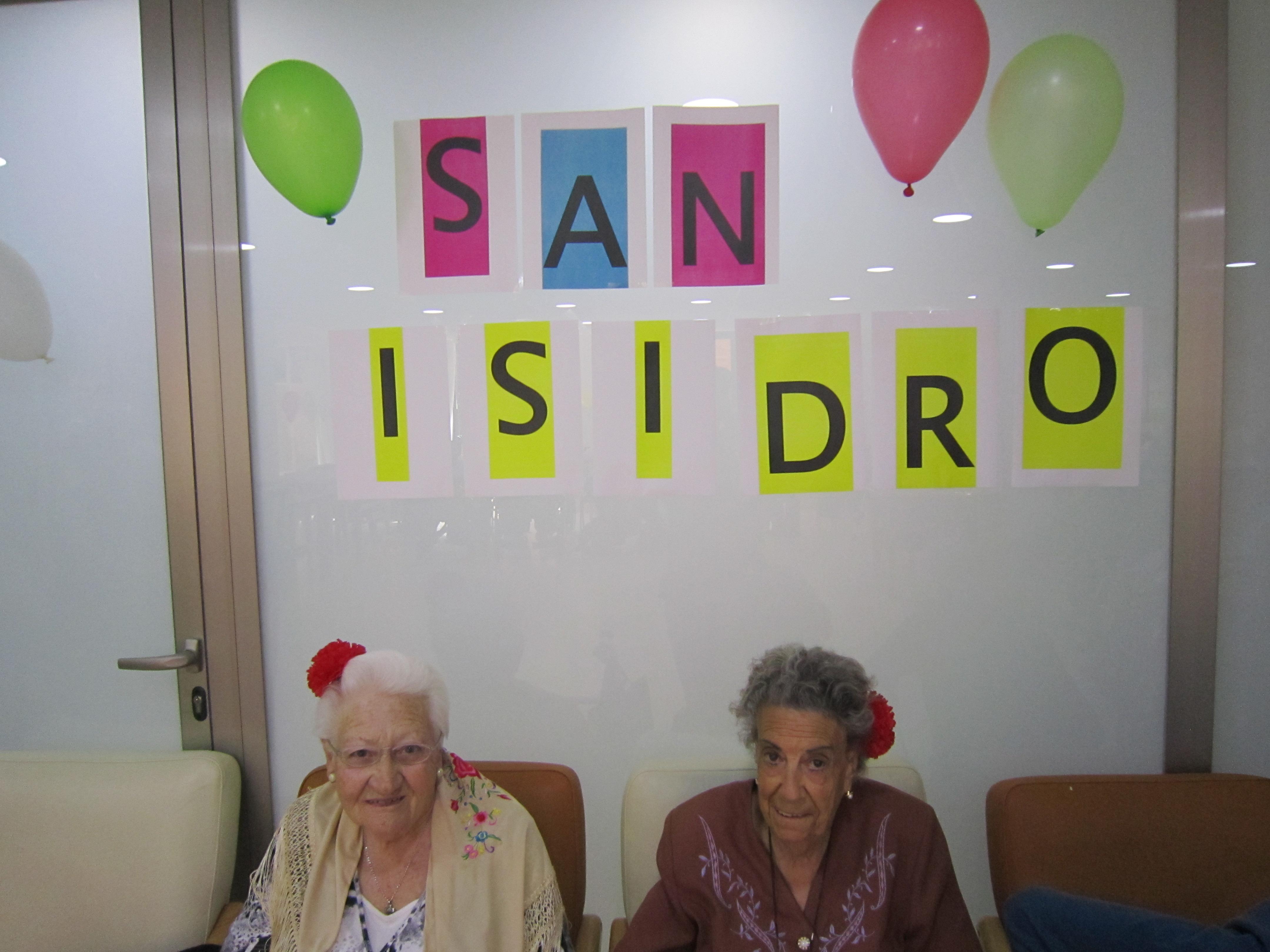 Los residentes de Rosalba Sevilla La Nueva visitan el Museo Tiflológico de la ONCE