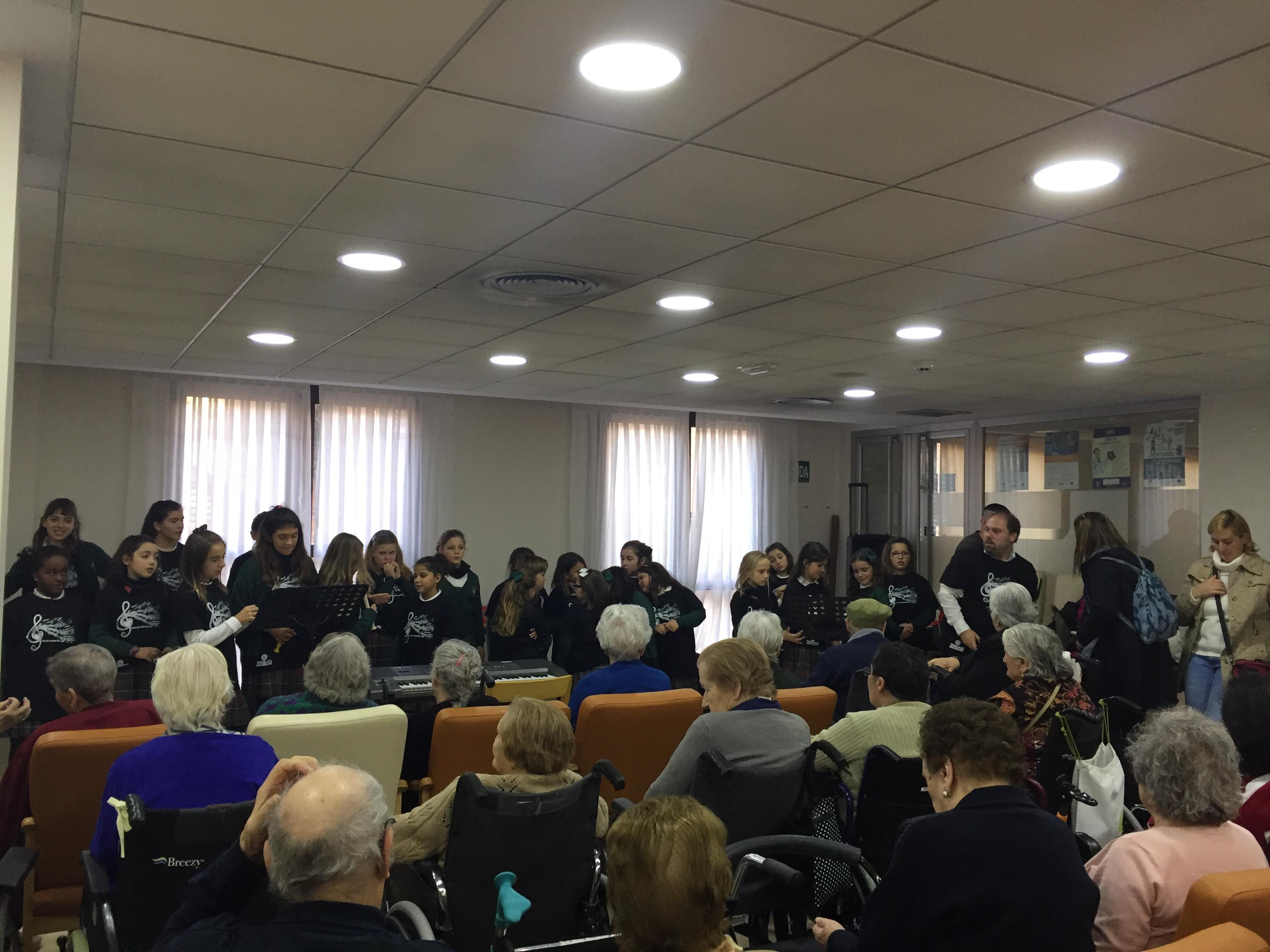 Actuación del Coro del Colegio Antón Sevillano en Rosalba Sevilla la Nueva