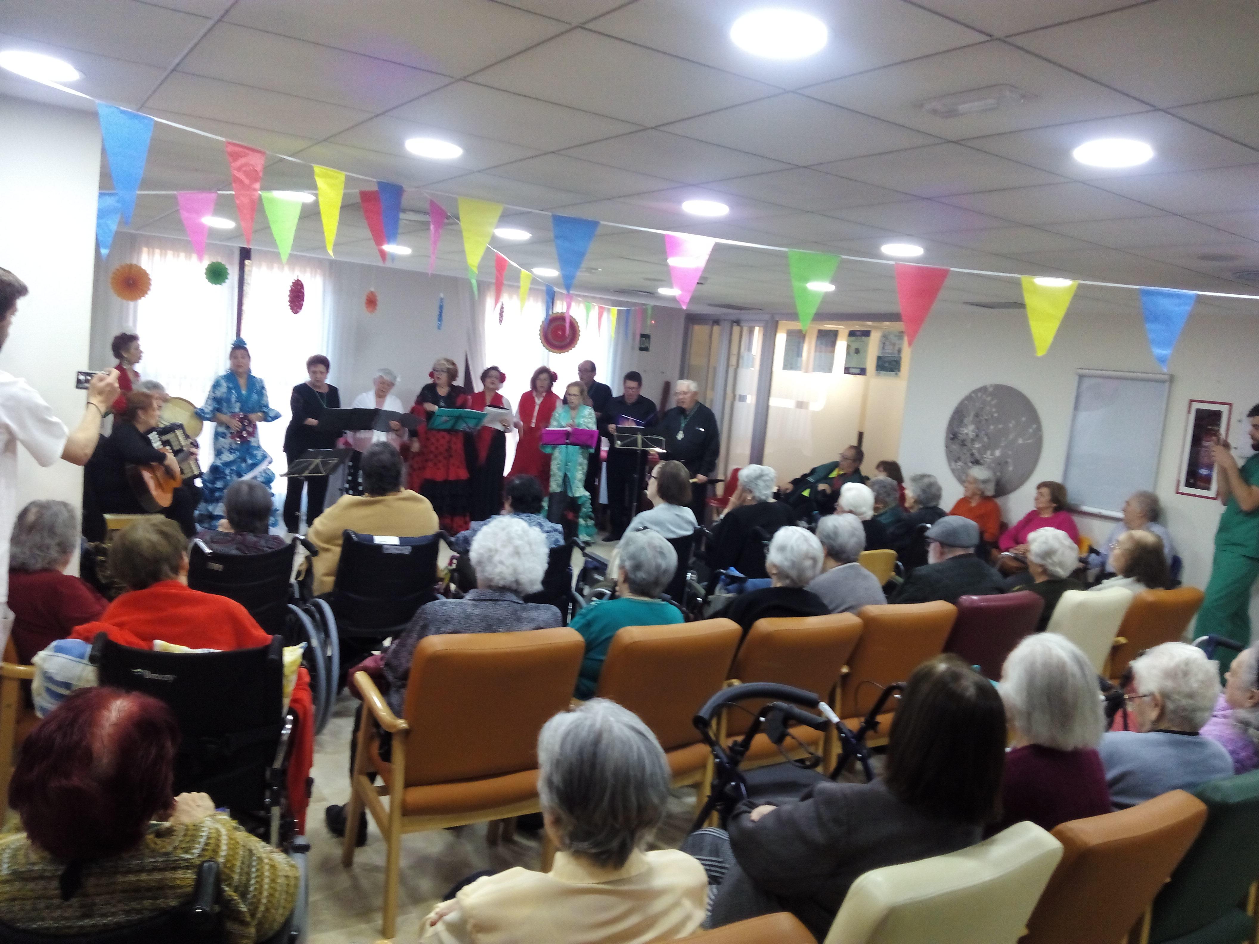 El Coro Rociero de Sevilla la Nueva actúa en la Residencia Rosalba