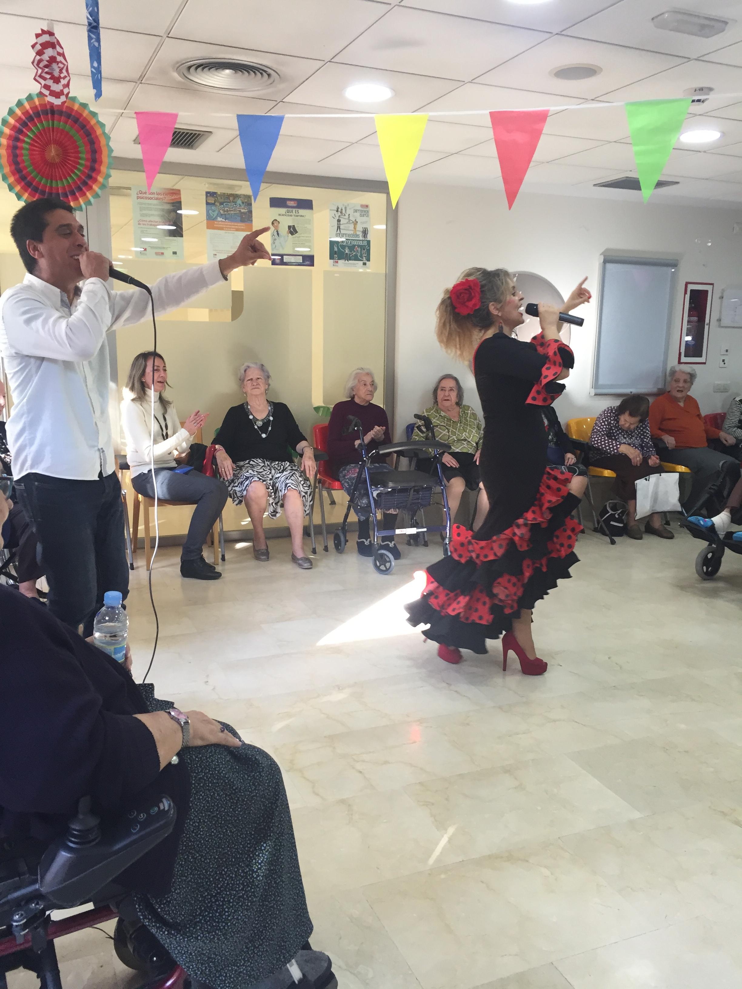 La artista Susana Moreno actúa en el Centro Rosalba de Sevilla la Nueva
