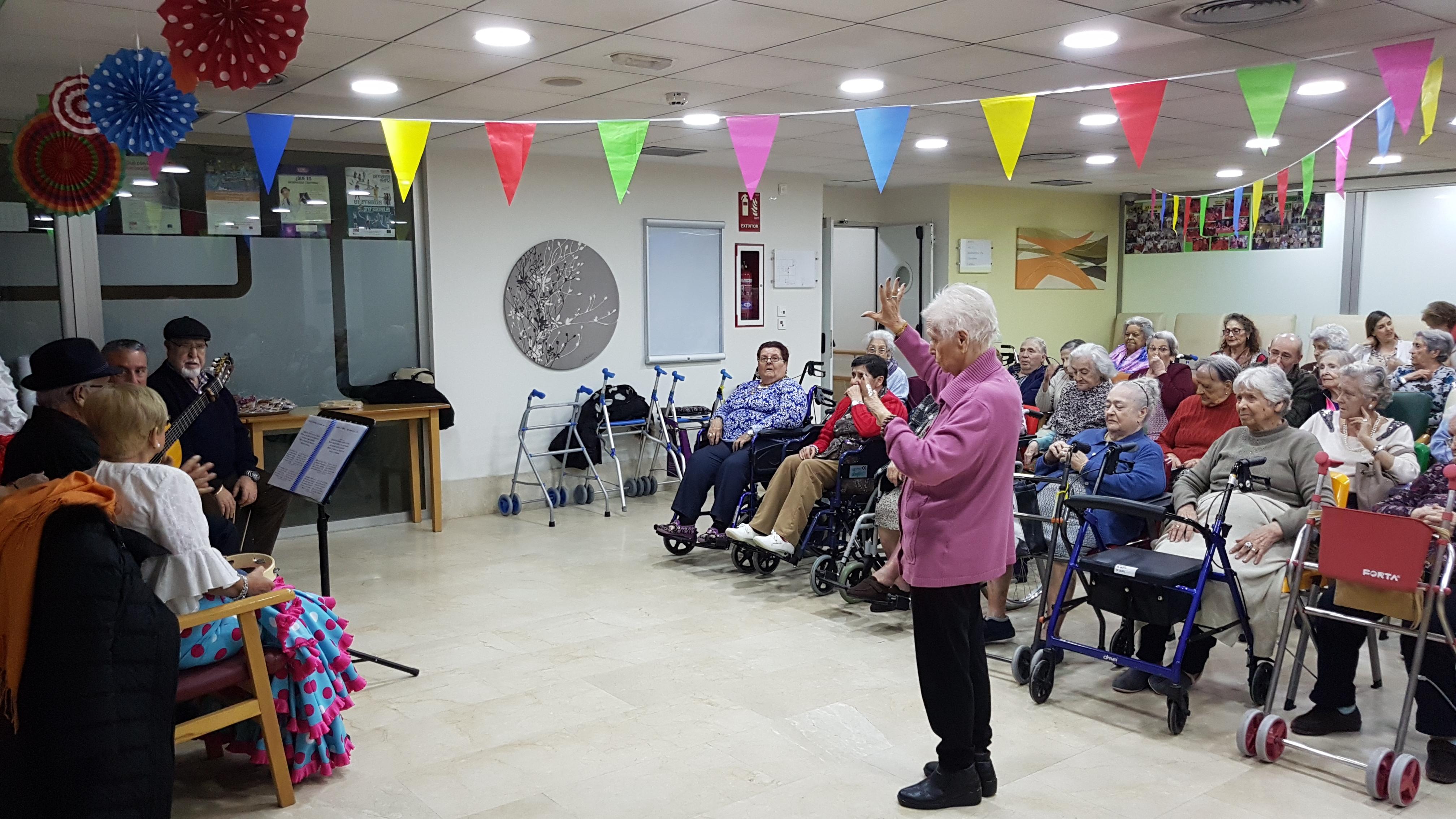 El Coro Flamenco de Sevilla la Nueva actúa en la residencia Rosalba