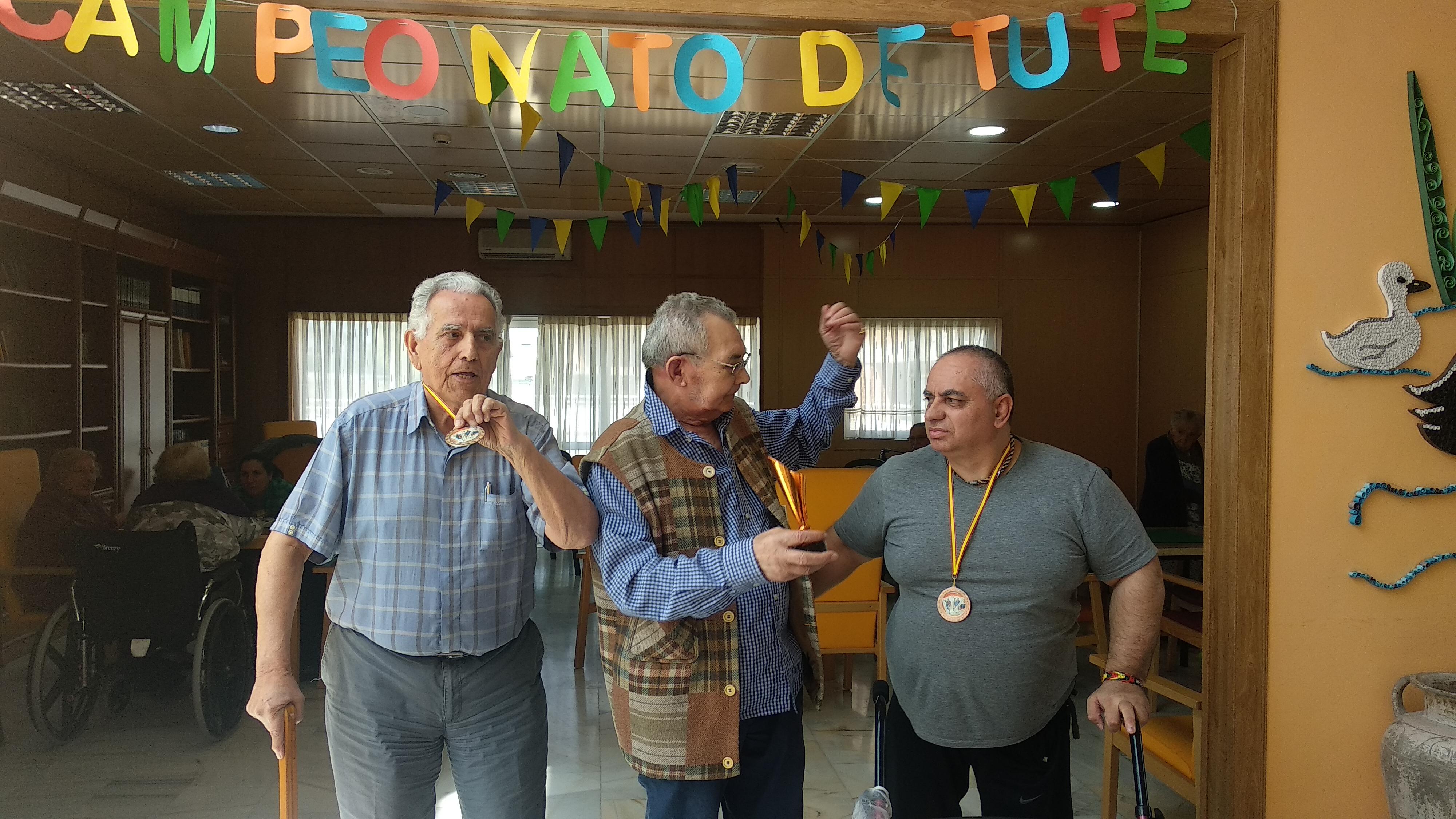 """Celebración del """"Segundo Campeonato de Tute Individual"""" en Urbanización de Mayores"""