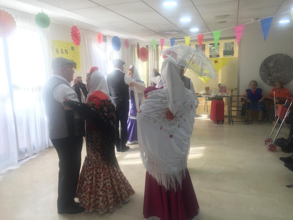 """""""Los Castizos de Parla"""" actúan en la Residencia Rosalba de Sevilla la Nueva"""