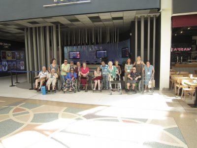 Día de Cine para los residentes de Rosalba Sevilla la Nueva