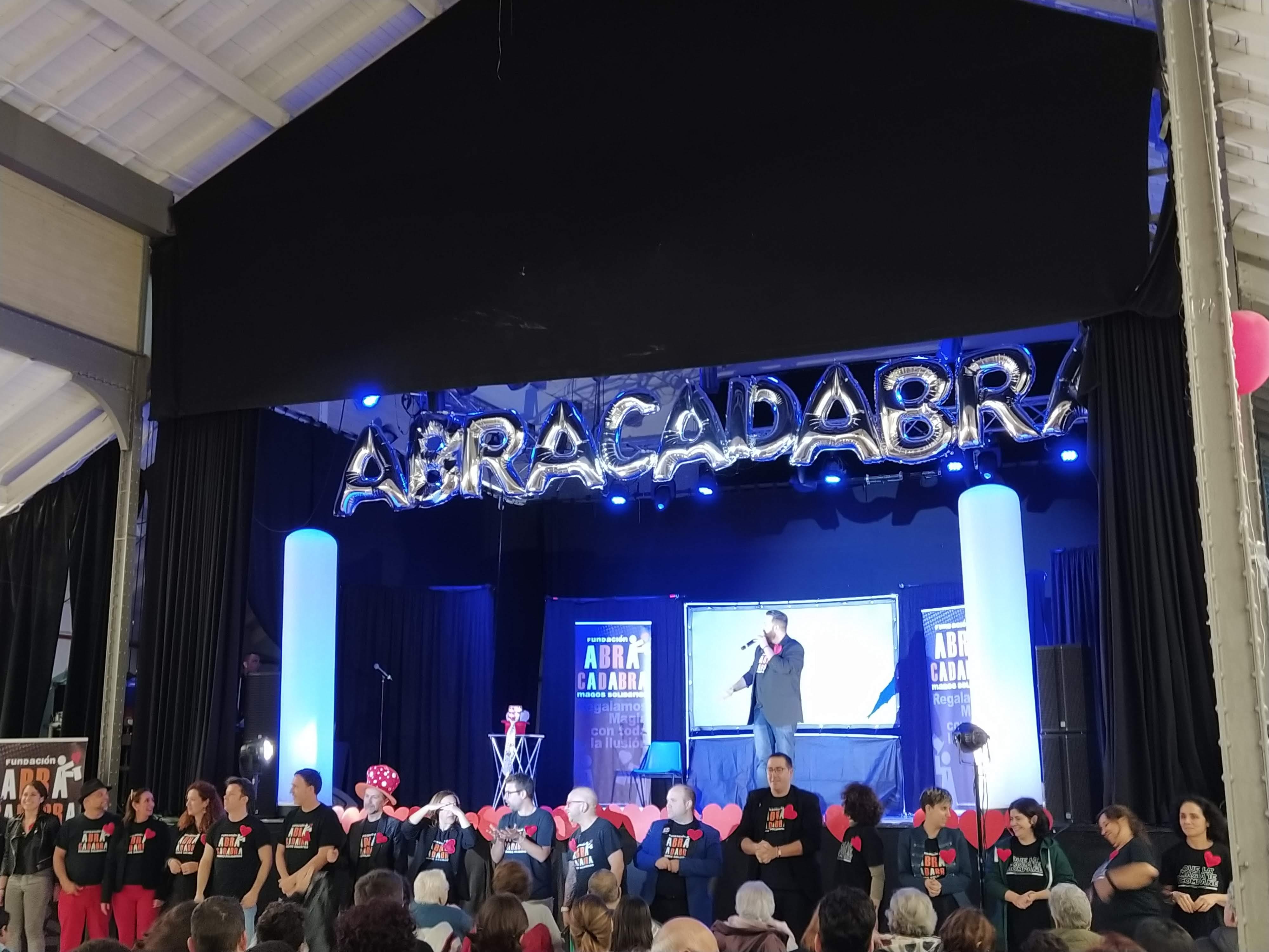 """Los residentes de Rosalba Sevilla la Nueva disfrutan de un maravilloso espectáculo de Magia con la Fundación """"Abracadabra"""""""
