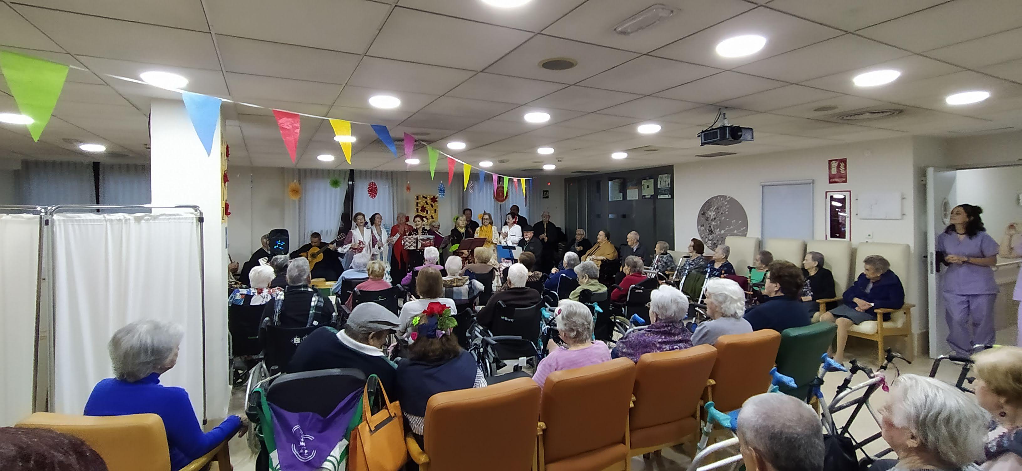 """El Coro """"Virgen Blanca"""" actúa en Rosalba Sevilla la Nueva"""