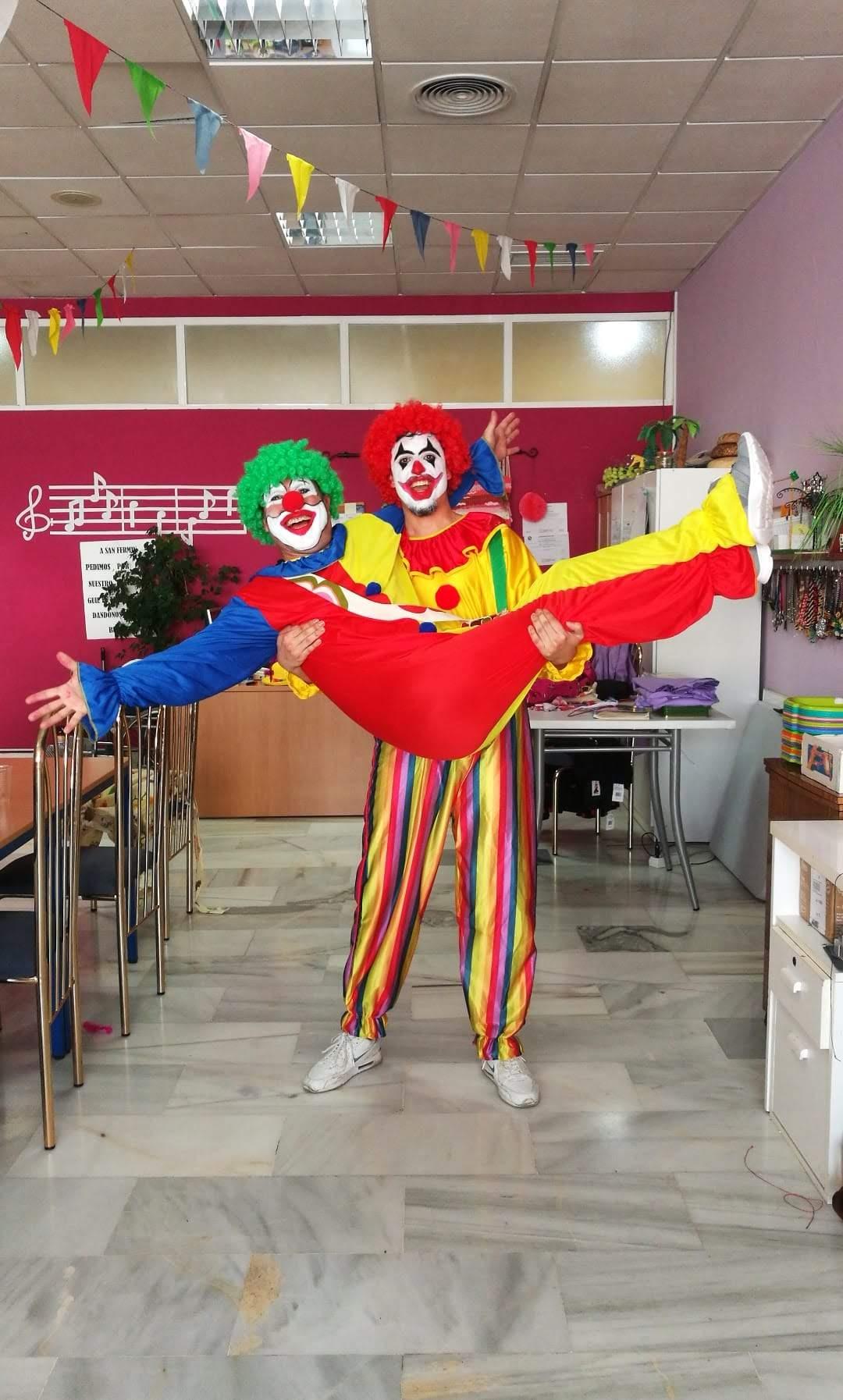 Urbanización de Mayores celebra los Carnavales con los Payasos Jo y Chimín