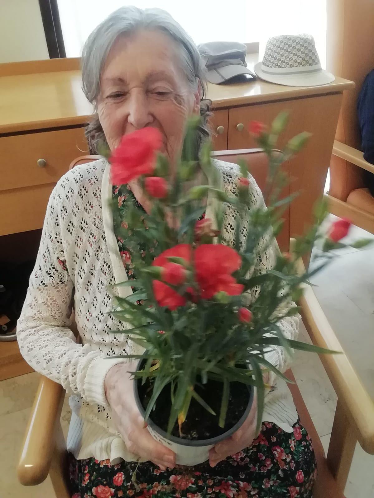 Celebración del Día de la Madre en la residencia Rosalba de Sevilla la Nueva