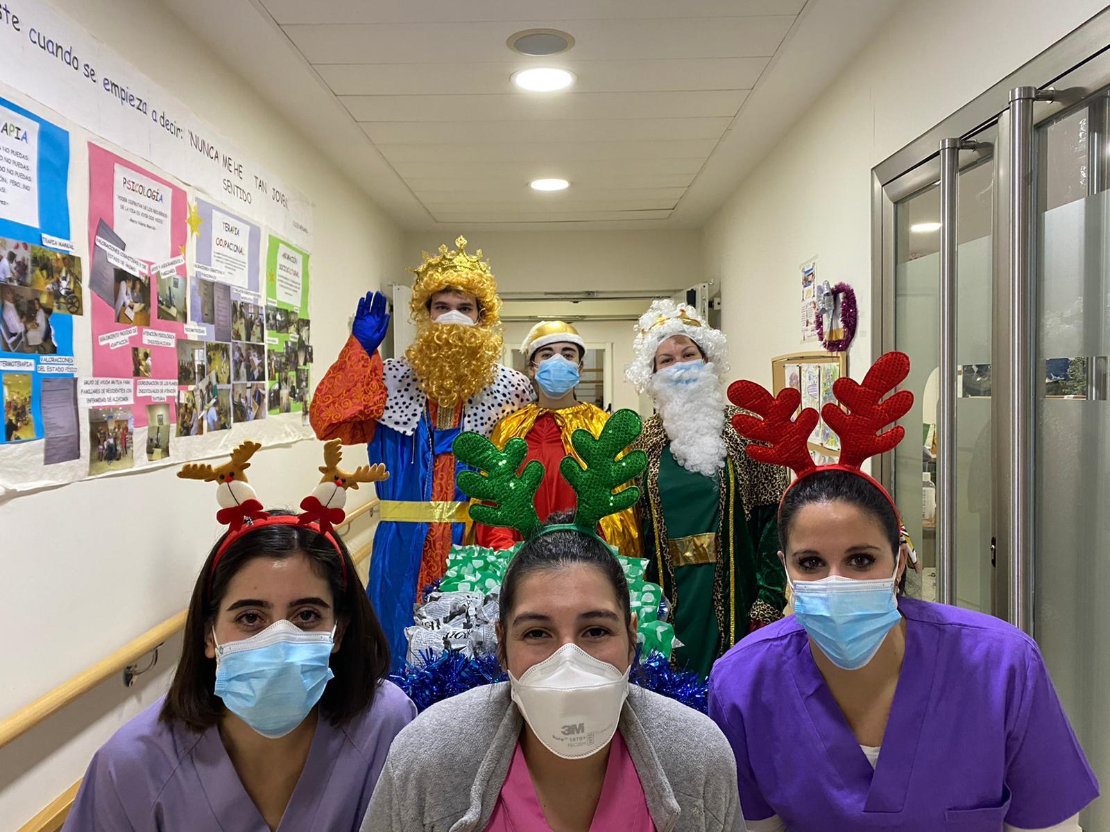 Los Reyes Magos llevan regalos a Rosalba Sevilla la Nueva