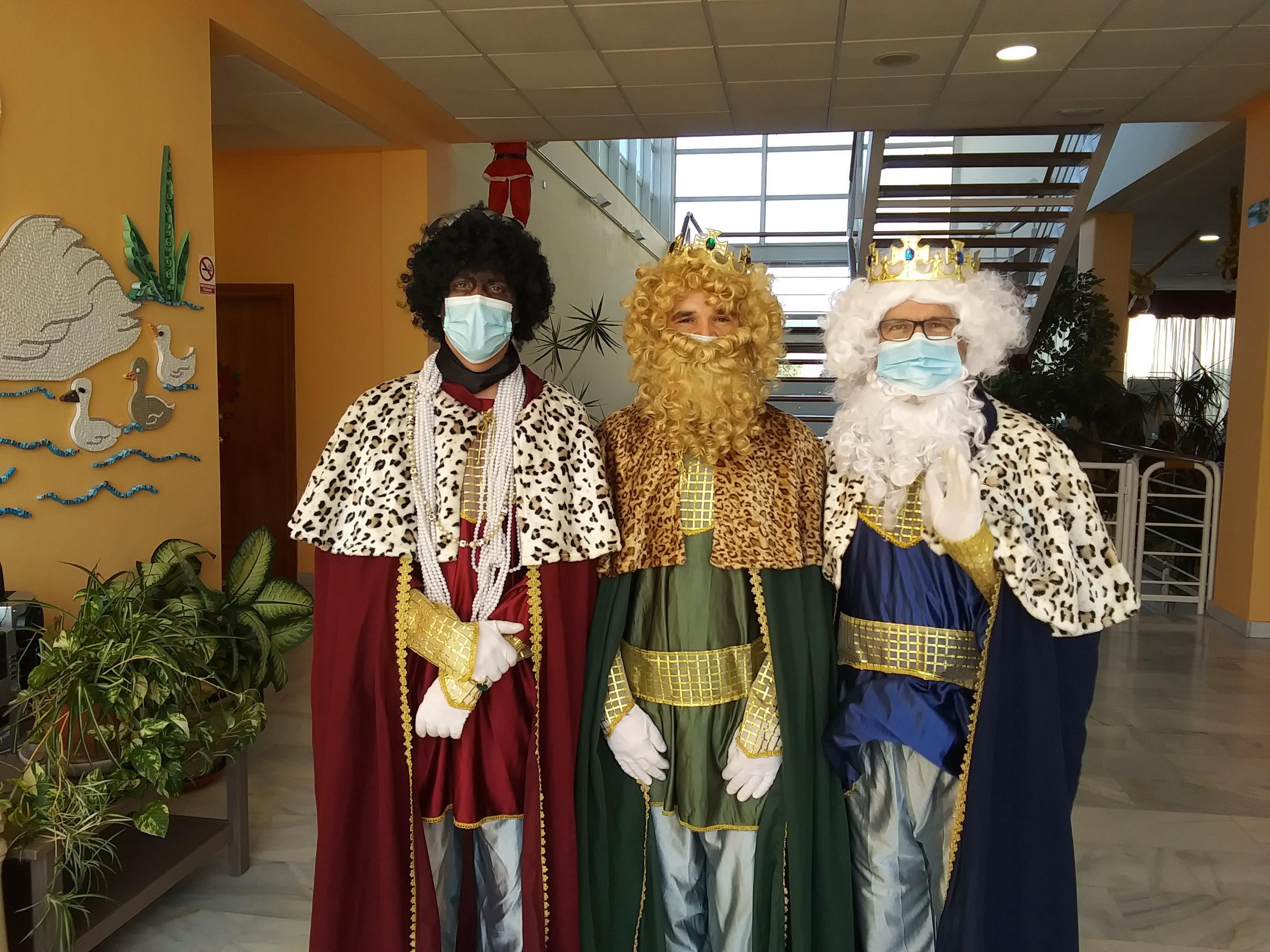 SSMM Los Reyes Magos de Oriente visitan la Residencia Urbanización de Mayores