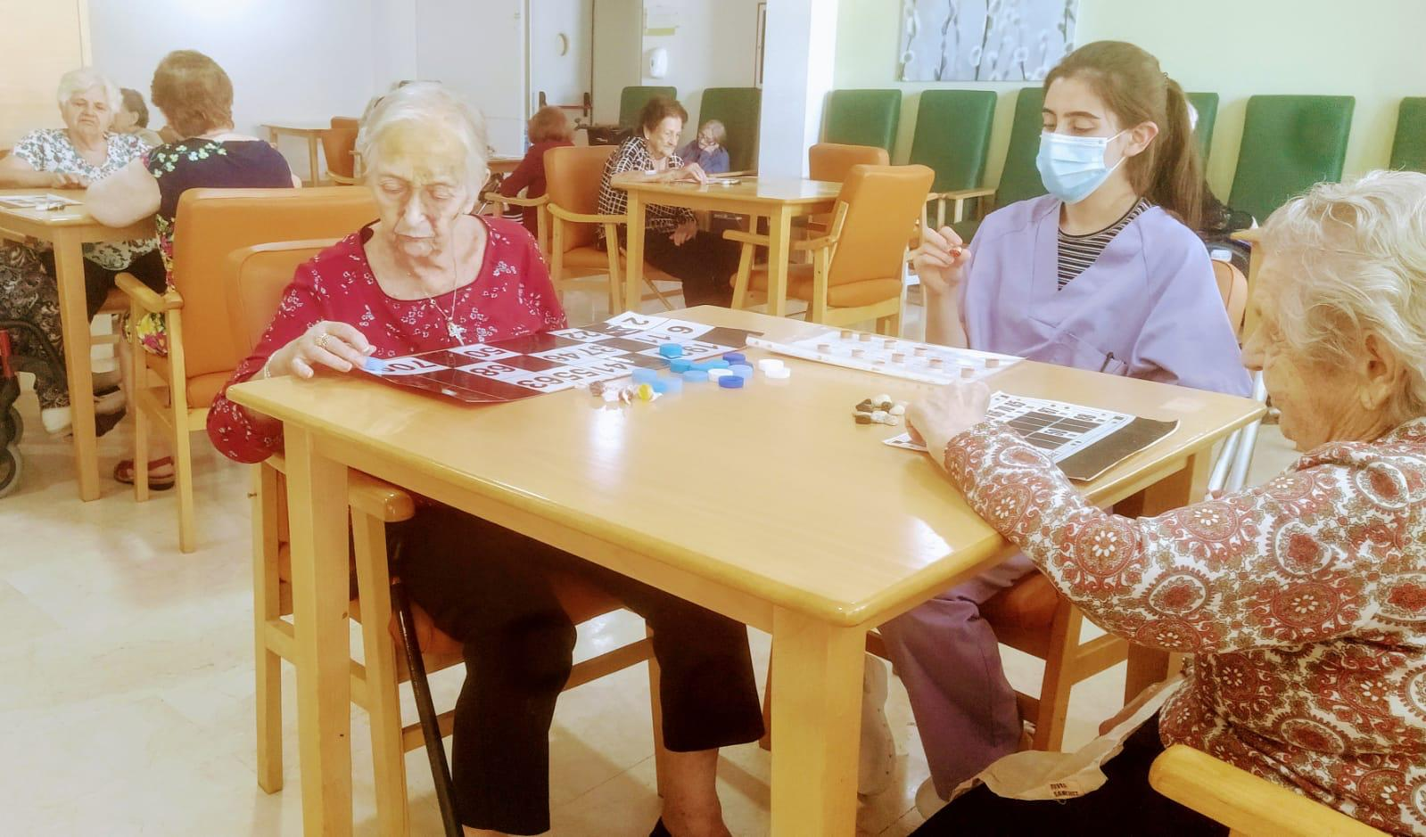 Bingo terapéutico en Rosalba Sevilla la Nueva